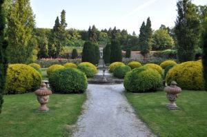 Schloss-Rosengarten
